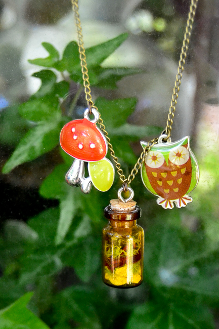 Knees-on-Leaves-thehorticult-Terrarium_Necklace_Shroom