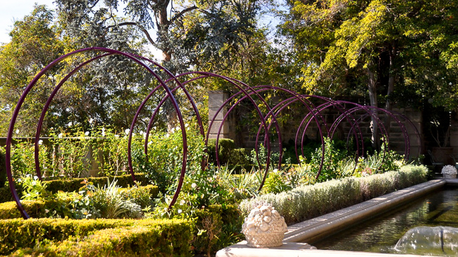 Gracie Modern Arbor alllée, growing star jasmine, at Greystone Mansion in Beverly Hills. Photo by Grey Crawford. Landscape design by Grace Design Associates.
