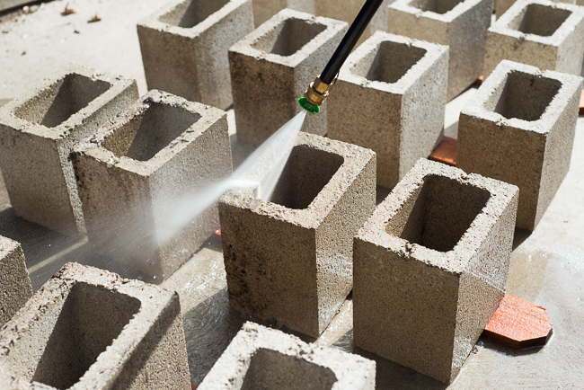 Concrete thinking how to make mod stackable sculptures with cinder blocks the horticult for Painting cinder blocks for garden