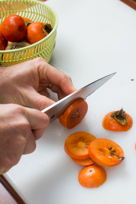 Dehydrate-persimmons-ryanbenoitphoto-thehorticult-RMB_3342