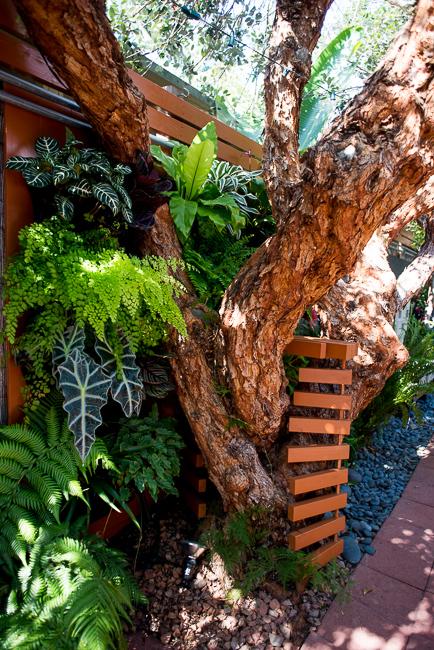 The Horticult Garden Tour - The Guava Tree Room - Ryan Benoit Design - Vertical Shade Wall