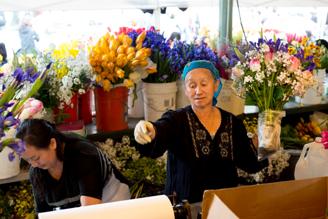 Pike-Place-Market-Flowers-Mothers-Day-ryanbenoitphoto-thehorticult-RMB_2139