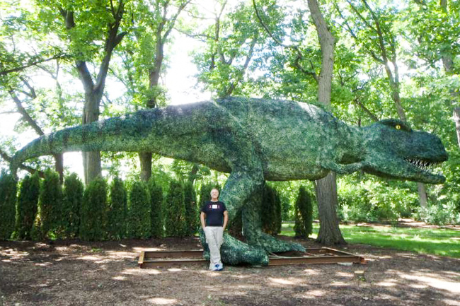 45' long T Rex is 15 ft tall and in Chicago