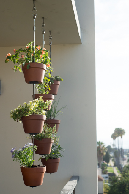 How To Turn Your Clay Pots Into A Vertical Garden The