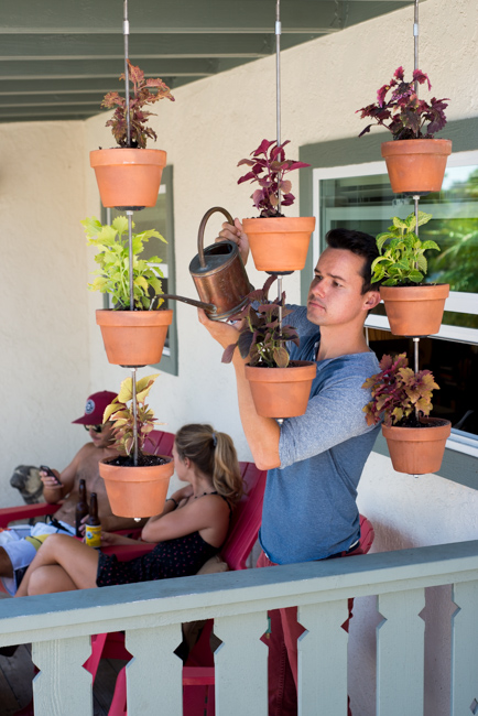 Vertical clay pot garden. DIY by The Horticult / Ryan Benoit Des